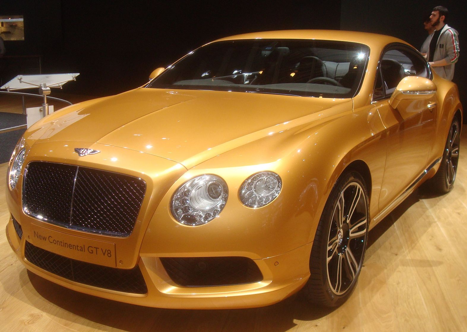 bentley continental gt v8 uk salon de l automobile. Black Bedroom Furniture Sets. Home Design Ideas