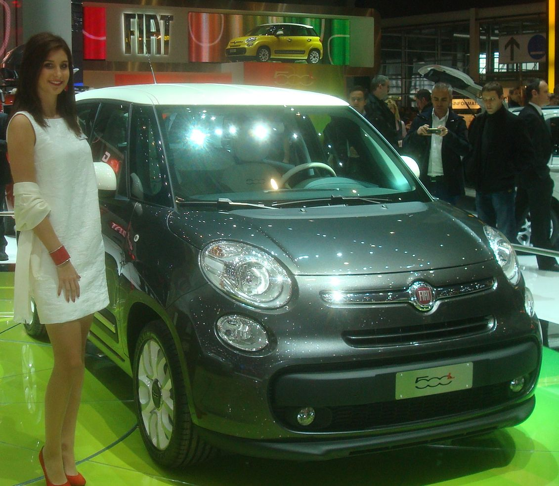 fiat 500 l 4 portes italie salon de l automobile geneve 2012 voiture de tourisme fiat i. Black Bedroom Furniture Sets. Home Design Ideas
