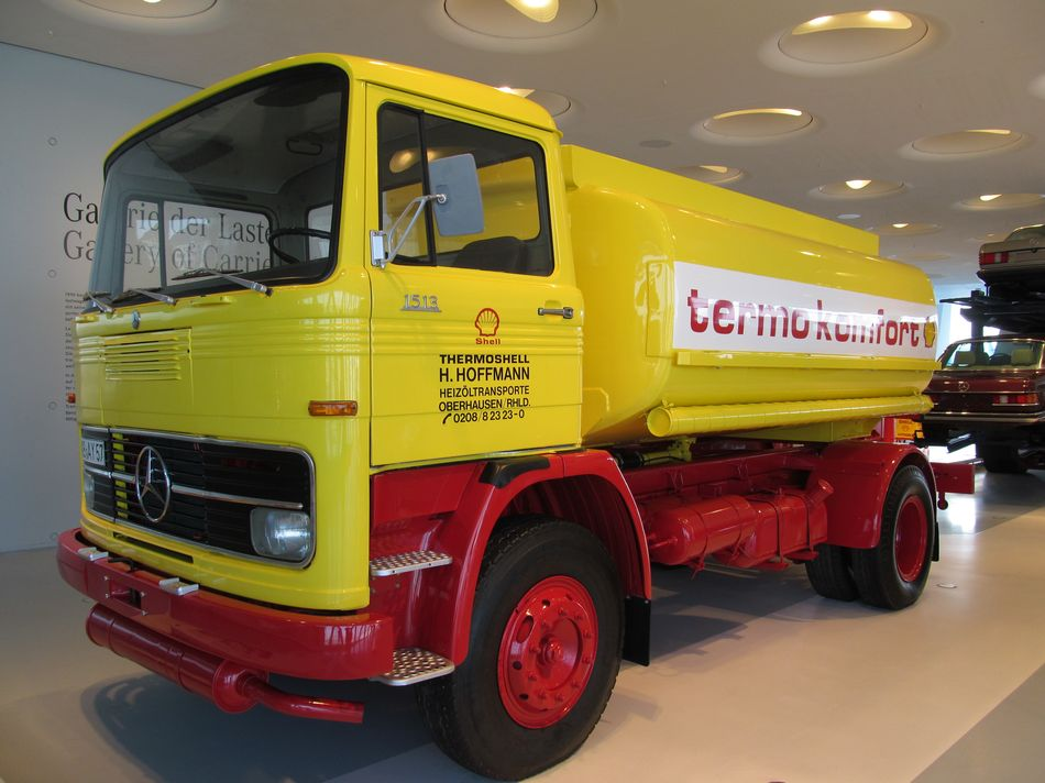 mercedes benz 1513 lkw musee mercedes benz de stuttgart allemagne camion poids lourds shell. Black Bedroom Furniture Sets. Home Design Ideas
