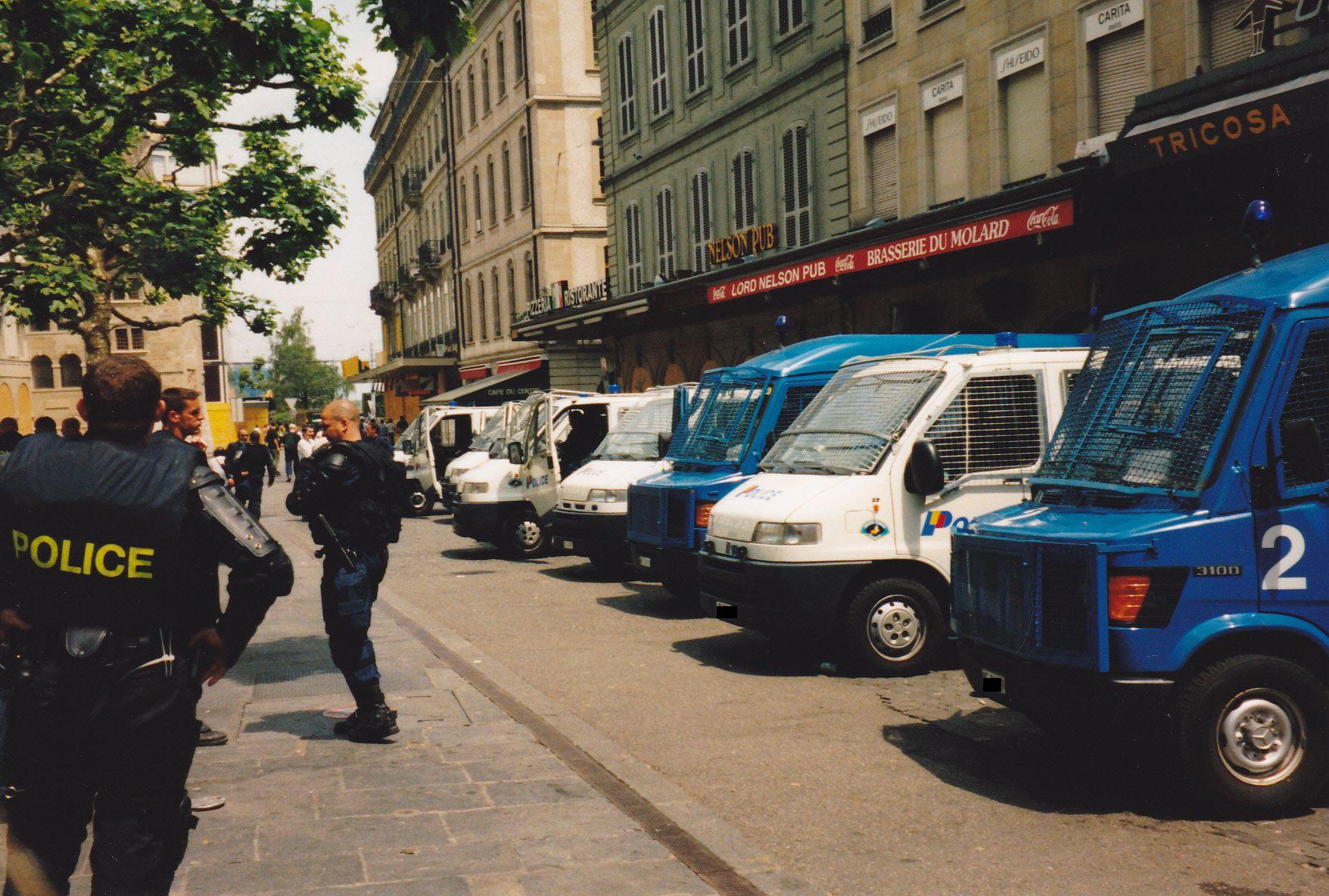 mercedes benz g8 deutschland polizei urgence police ambulance mercedes benz lkw. Black Bedroom Furniture Sets. Home Design Ideas