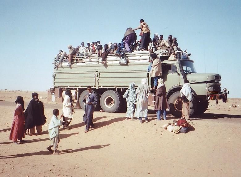 mercedes benz lkw allemagne photo prise en mauritanie camion poids lourds mercedes benz. Black Bedroom Furniture Sets. Home Design Ideas