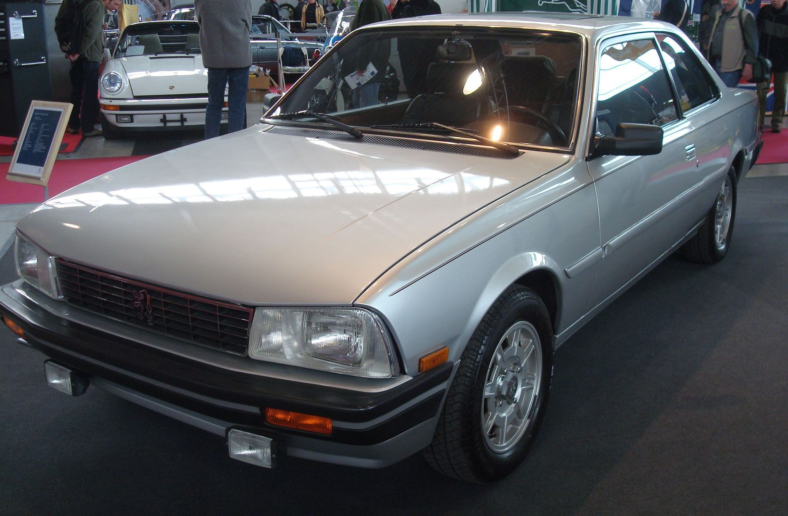 peugeot 505 coupe stuttgart retro classic 2010 101 voiture de tourisme peugeot france. Black Bedroom Furniture Sets. Home Design Ideas