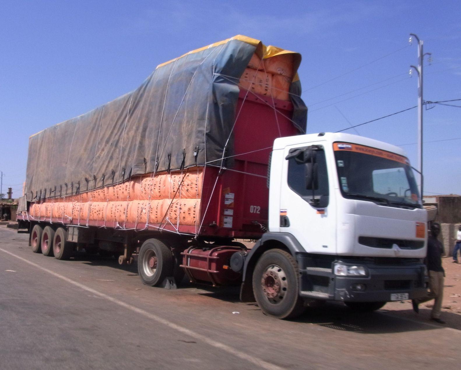 renault trucks france camion poids lourds renault trucks f autoalmanach partage de. Black Bedroom Furniture Sets. Home Design Ideas
