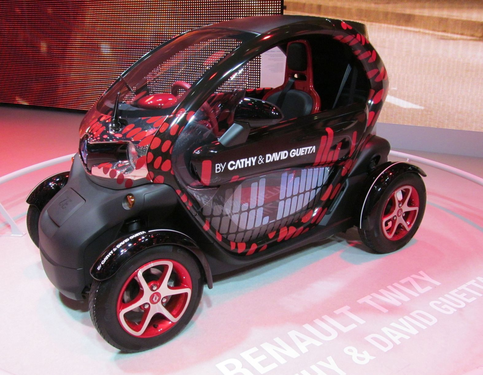 renault twizy france salon de l automobile a geneve 2013 micro voiture 2 places et encore. Black Bedroom Furniture Sets. Home Design Ideas